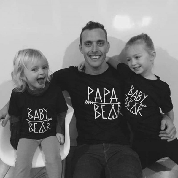 famille tee shirt papa maman b b fille gar on tout comme maman. Black Bedroom Furniture Sets. Home Design Ideas